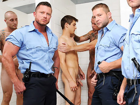 Менты грубо трахнули парня в тюрьме в первый же день, реальные кадры из тюрьмы!